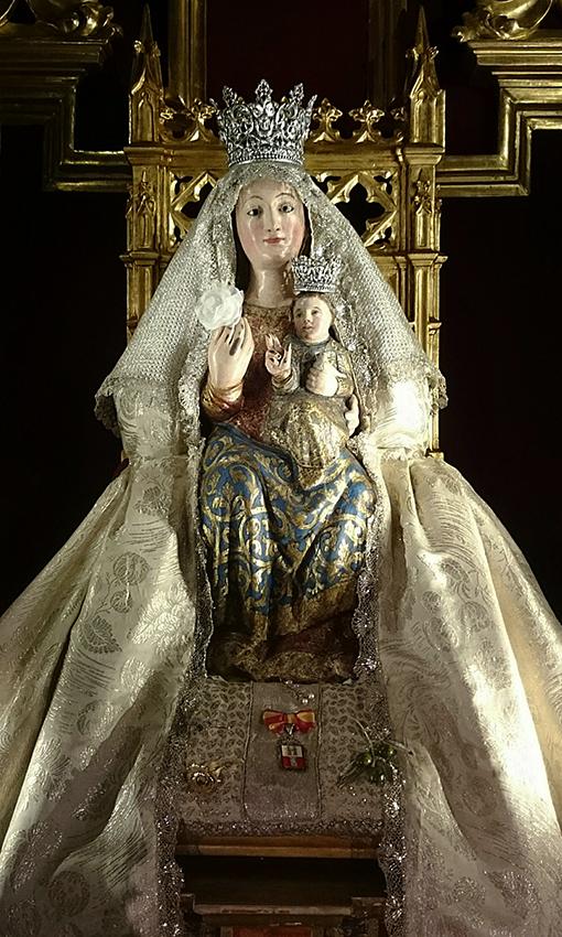 Presentación de niños y niñas a la Virgen de Valme