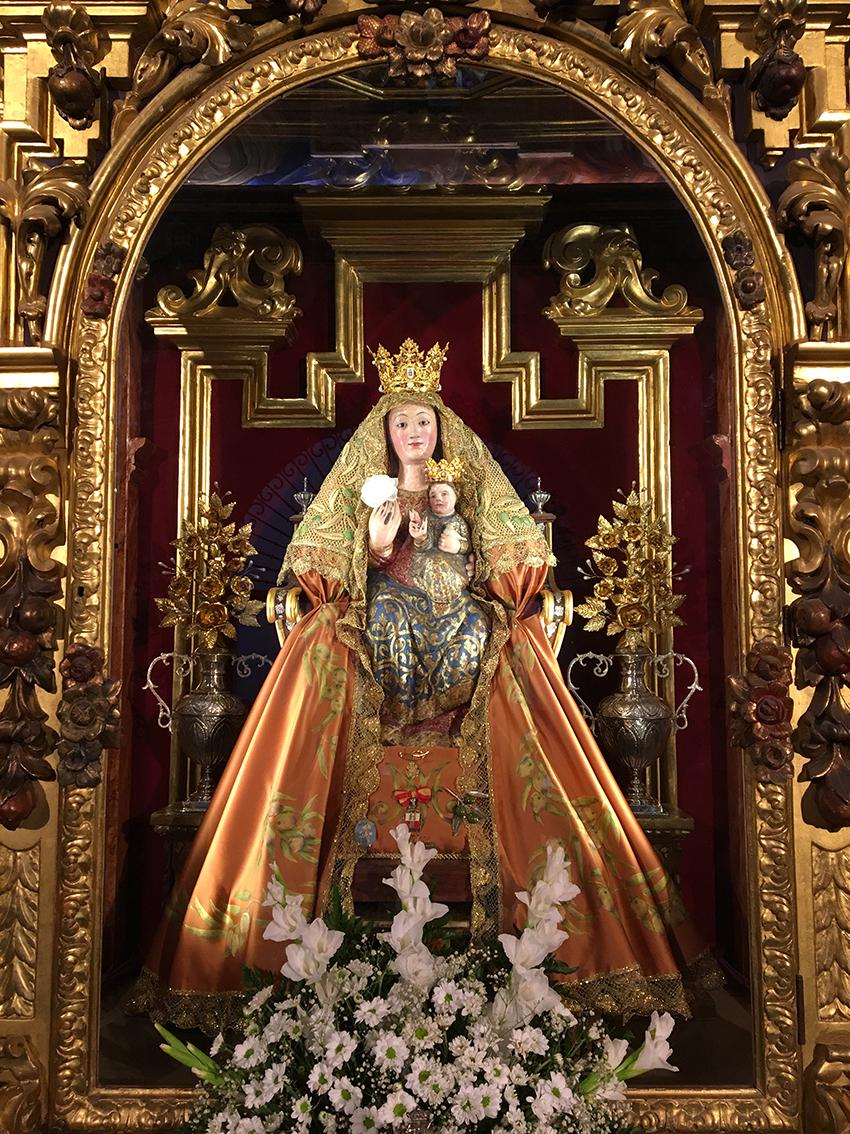 Flores de talco para el camarín de la Virgen de Valme