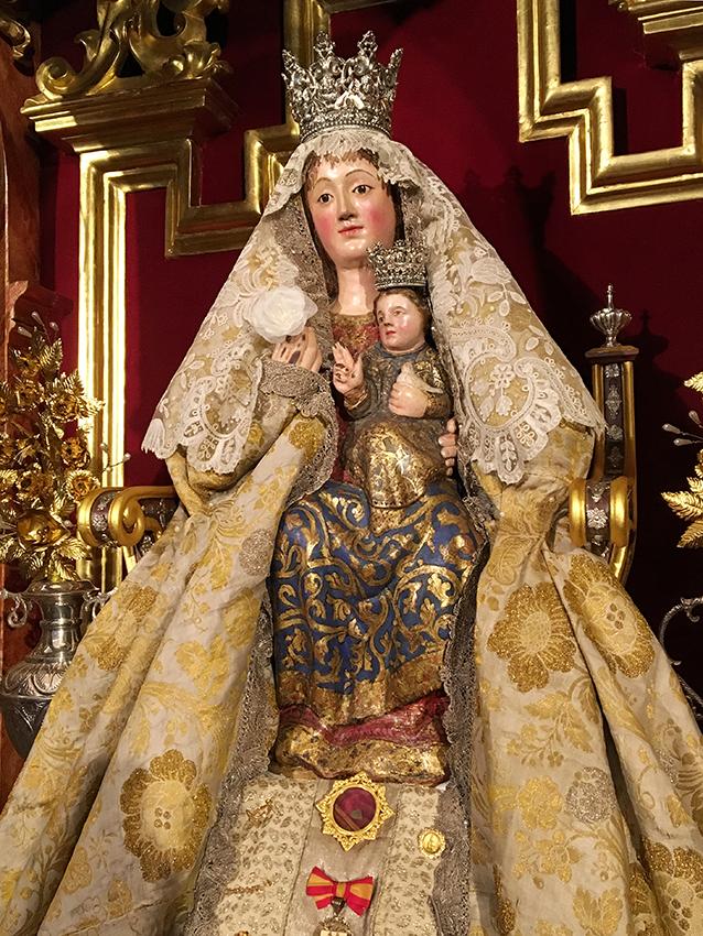 La Virgen de Valme, vestida para la Pascua de Resurrección